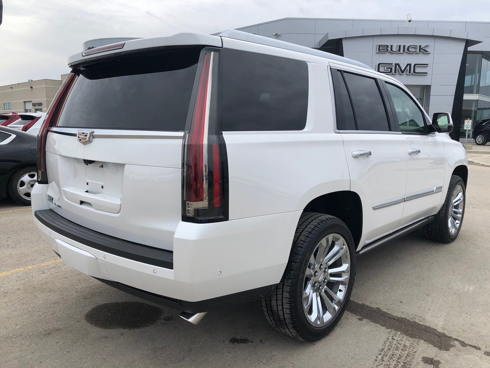 Certified Pre-Owned 2019 Cadillac Escalade Premium Luxury w/Radiant Package 4WD | DVD