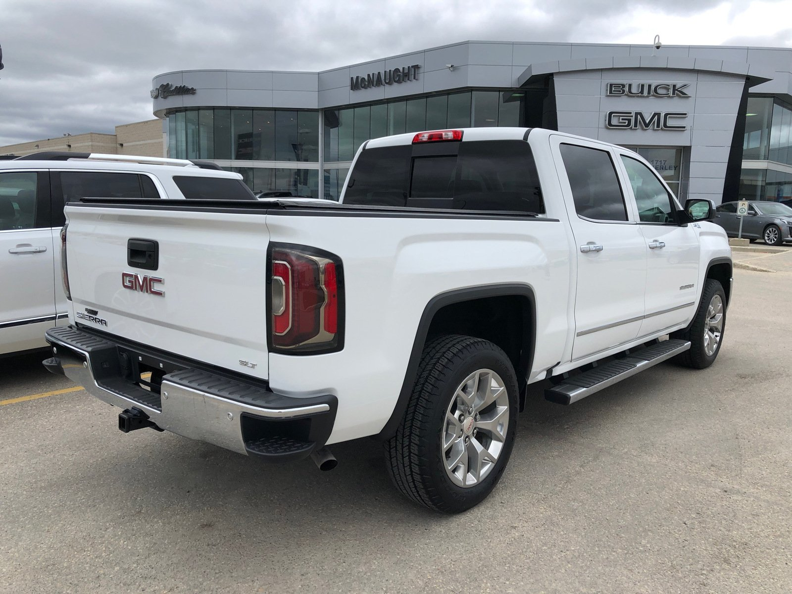 Certified Pre-Owned 2018 GMC Sierra 1500 SLT 4x4 Crew Cab | Heated & Cooled Seats